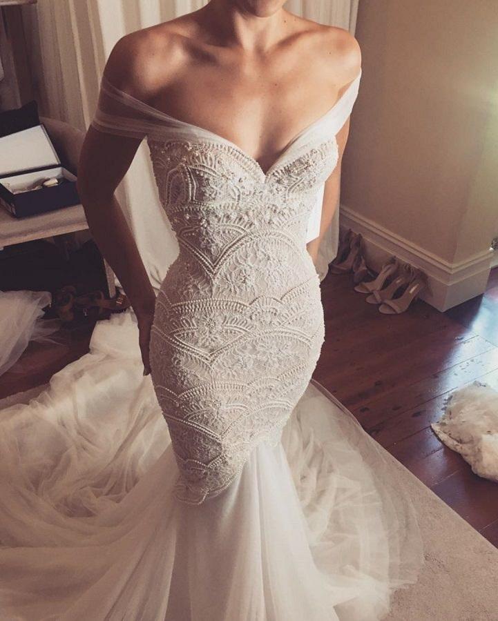 Beautiful Off the shoulder mermaid wedding dresses | itakeyou.co.uk #wedding #weddingdress #weddingdresses #weddinggown #beautifulgown