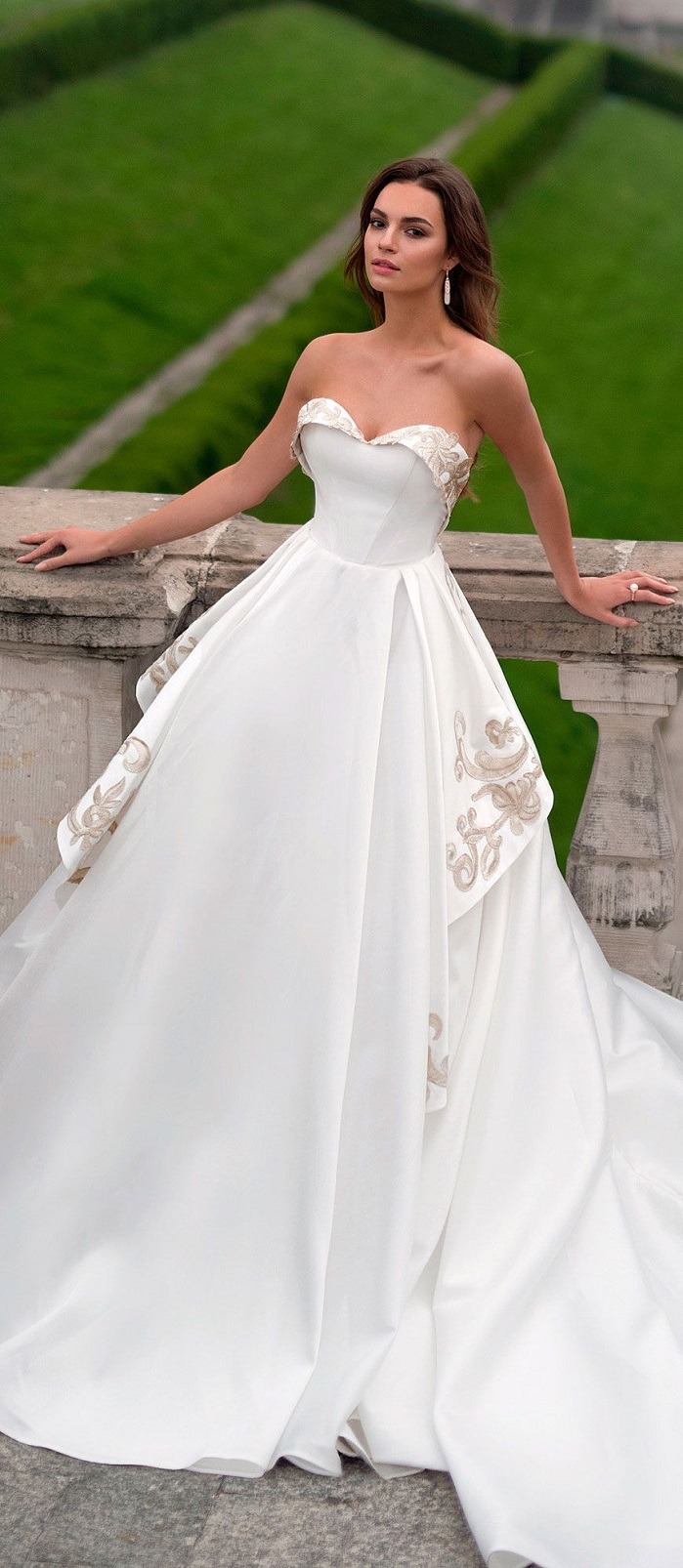 sweetheart neckline sleeveless ball gown a line wedding dress chapel train #weddinggown #weddingdresses #wedding #weddings #bridedress #weddinggowns
