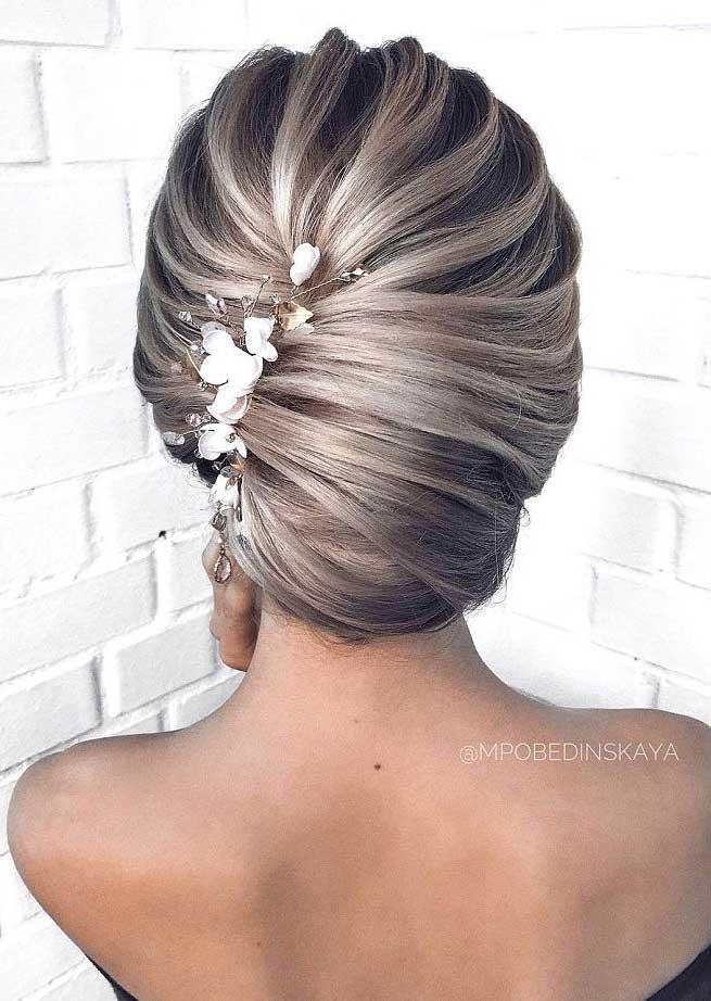 Gorgeous Wedding Hairstyles For the Elegant Bride | bridal updo hairstyles #weddinghair #weddingupdo #weddinghairstyle #weddinginspiration #bridalupdo