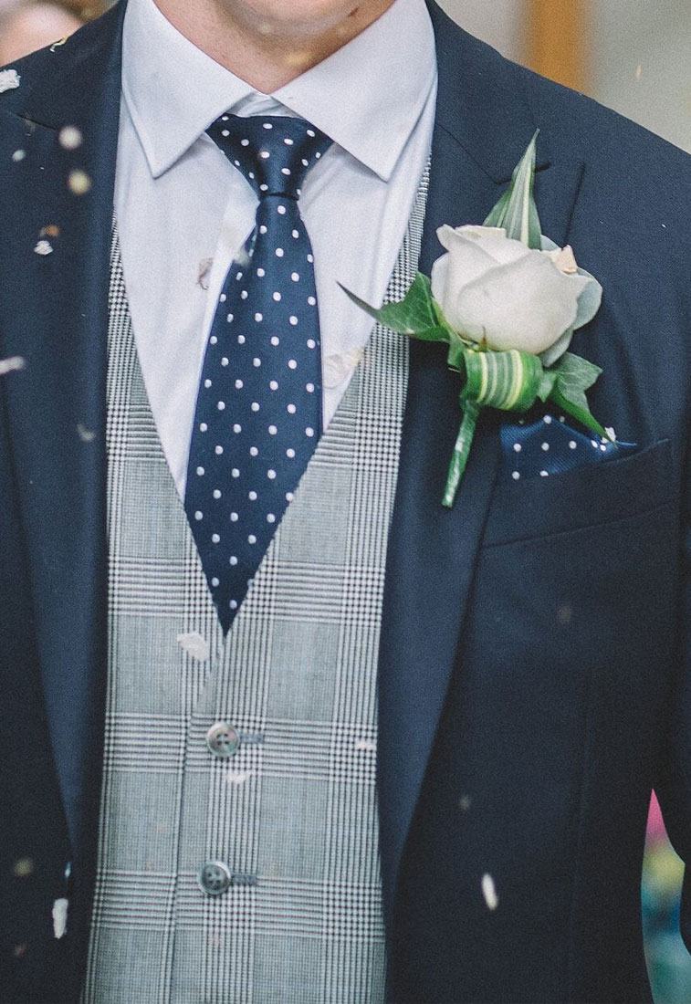 Navy blue and grey suit + white rose boutonniere #wedding #weddingideas