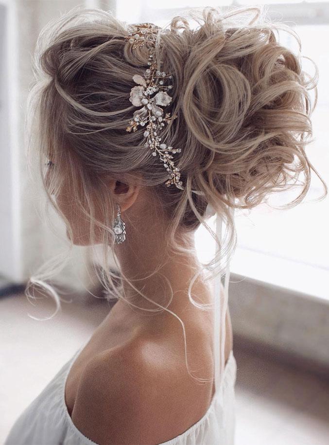 Stunning updo bridal hairstyle ideas, wedding updo #hairstyle #hair #updo #weddinghairstyles #weddinghair #weddingupdo #weddinghairstyle #weddinginspiration #bridalupdo