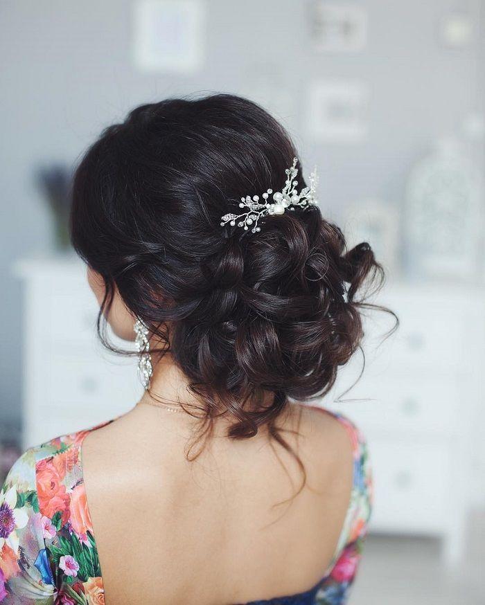Messy wedding hair updos | itakeyou.co.uk #weddinghair #weddingupdo #weddinghairstyle #weddinghairstyles #bridalupdo