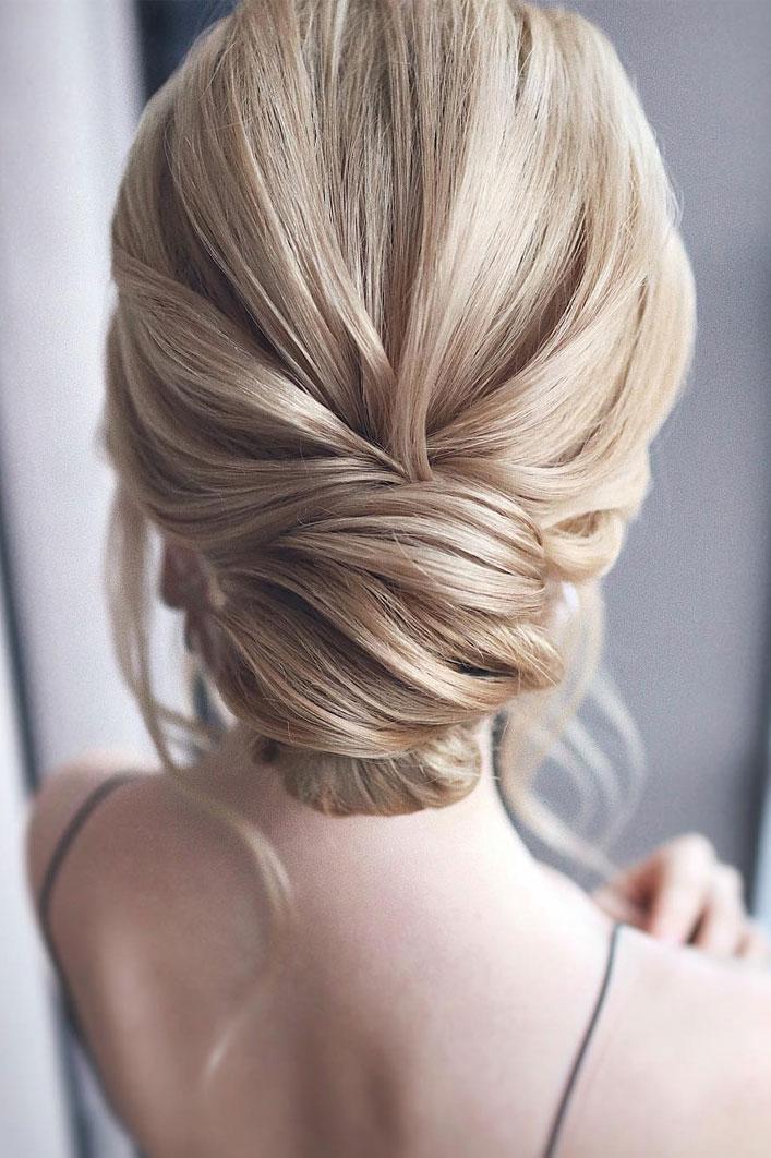 Elegant wedding hairstyles ,Classic pulled back low updo, updo, wedding updo hairstyles,wedding hairstyles ,chignon #hairstyle #weddinghair