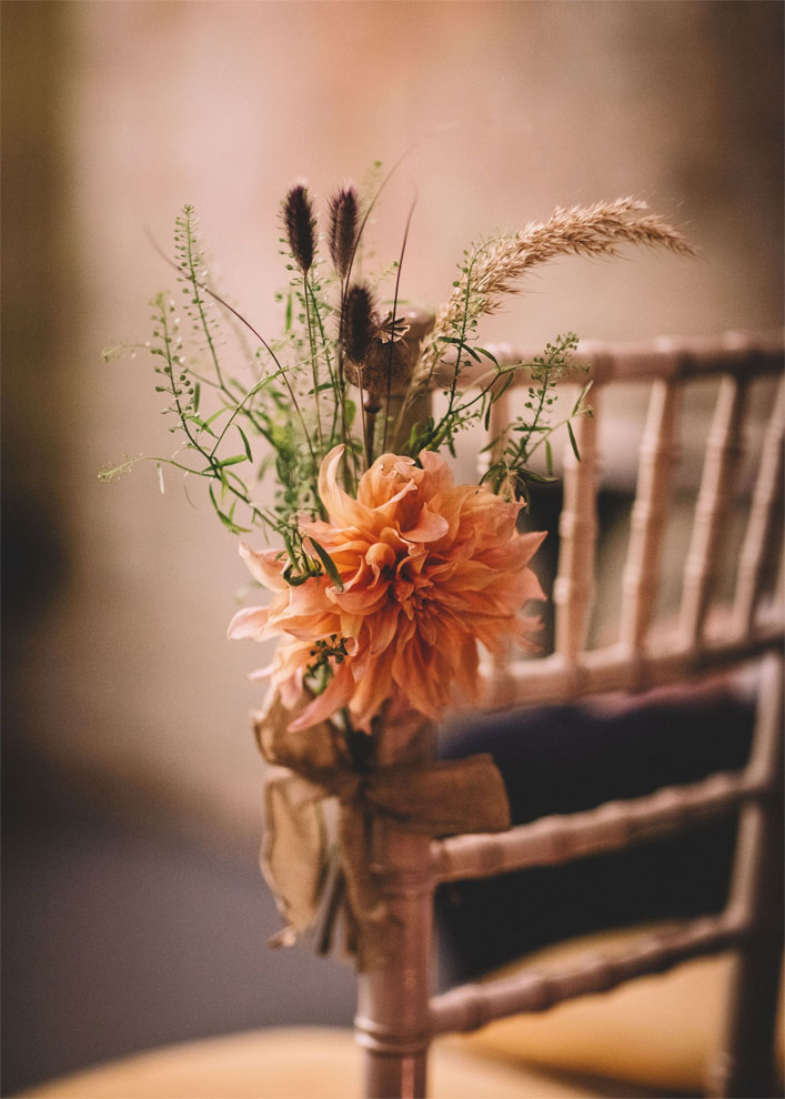 Autumn wedding decoration - wedding chair decorated with orange flowers #wedding #autumnwedding