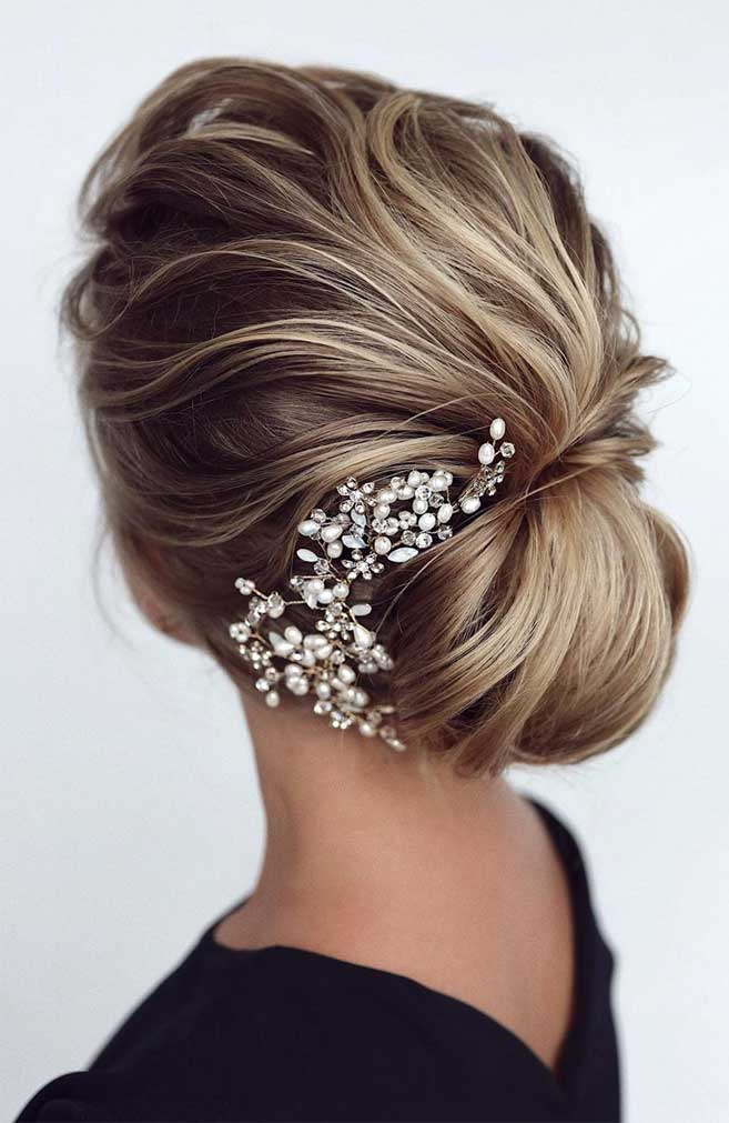 33 Classy And Elegant Wedding Hairstyles - wedding updo #hairstyle #hair #updo #weddinghairstyles #weddinghair #weddingupdo #weddinghairstyle #weddinginspiration #bridalupdo