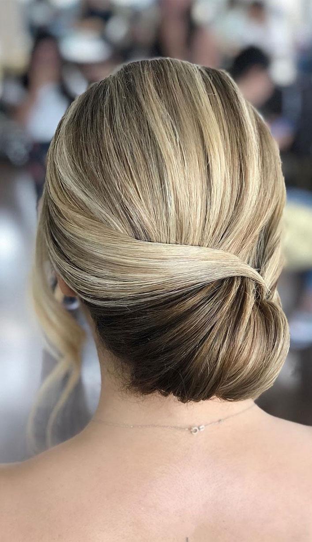 25 Classy And Elegant Wedding Hairstyles - wedding updo #hairstyle #hair #updo #weddinghairstyles #weddinghair #weddingupdo #weddinghairstyle #weddinginspiration #bridalupdo