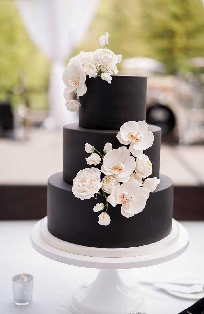 35 Breathtaking black wedding cakes for eternal couple