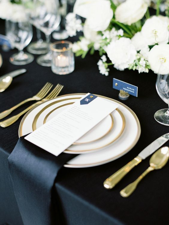 Wedding tablescape - Green Navy Blue and White Wedding ideas - Wedding colour #wedding #pantone #green #navyblue #weddingcolor
