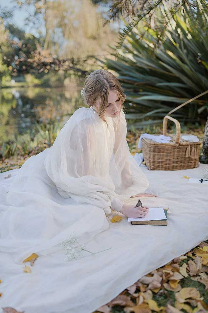 picnic styled bridal shoot, wedding picnic theme, picnic wedding theme, vintage wedding theme #wedding 1900s victorian dream wedding shoot