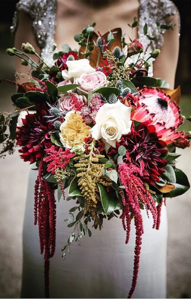 bridal bouquet, wedding bouquets, wedding bouquet trends 2020, wedding flowers, wedding floral trends 2020, wedding flower trends 2020 #bouquets #weddingbouquets