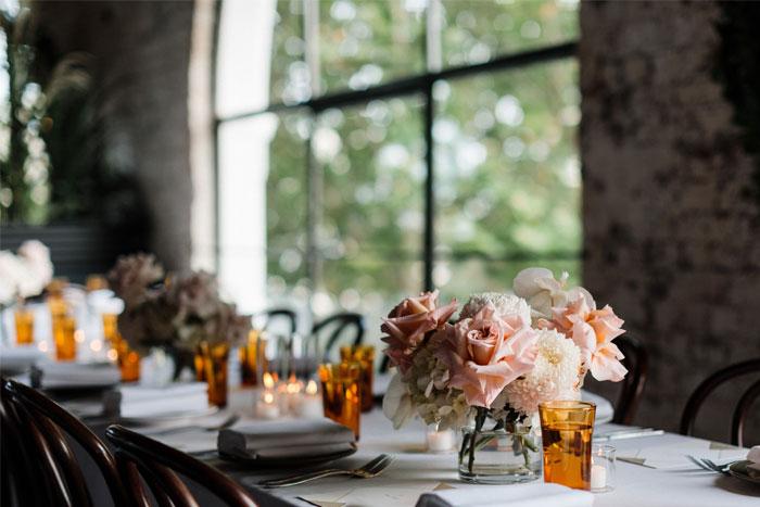 art deco wedding table decor, amber and blush wedding table decoration, wedding table setting ideas