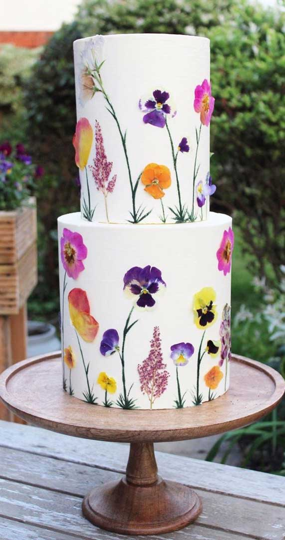 Super pretty floral painting on these wedding cakes