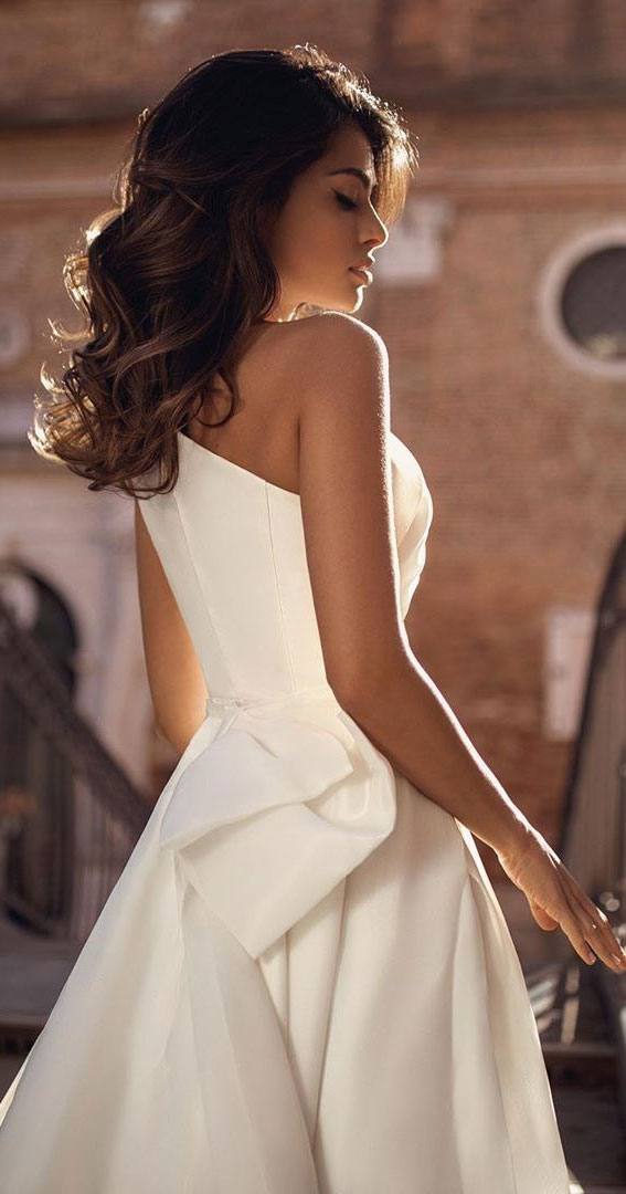 viero bridal, viero bridal wedding dress, viero bridal gabrielle dress vero wedding dress, wedding dresses, elegant wedding dresses, wedding dresses 2020, one shoulder minimalist a line wedding dress #weddingdress #weddingown #wedding