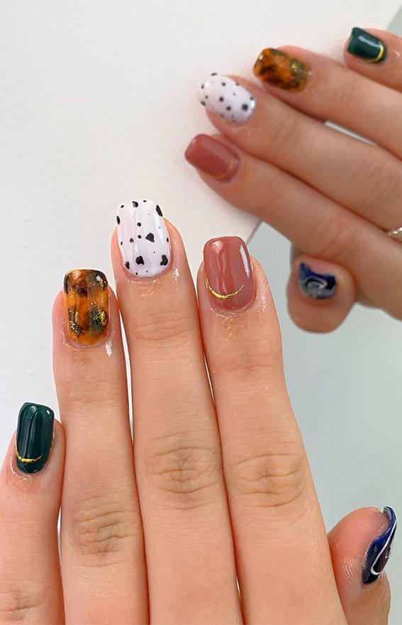 Nageltrends 2020, Nägel in verschiedenen Farben an jeder Hand, Leopardennägel, Nageldesigns, Nagelkunst, Nägel mit Tiermotiven, Nageldesigns 2020, Nägel mit Leopardenmuster, Nägel mit Leopardenmuster 2020, Design mit Leopardennägeln, Gepardennägel, Nägel mit Tiermotiven 2020