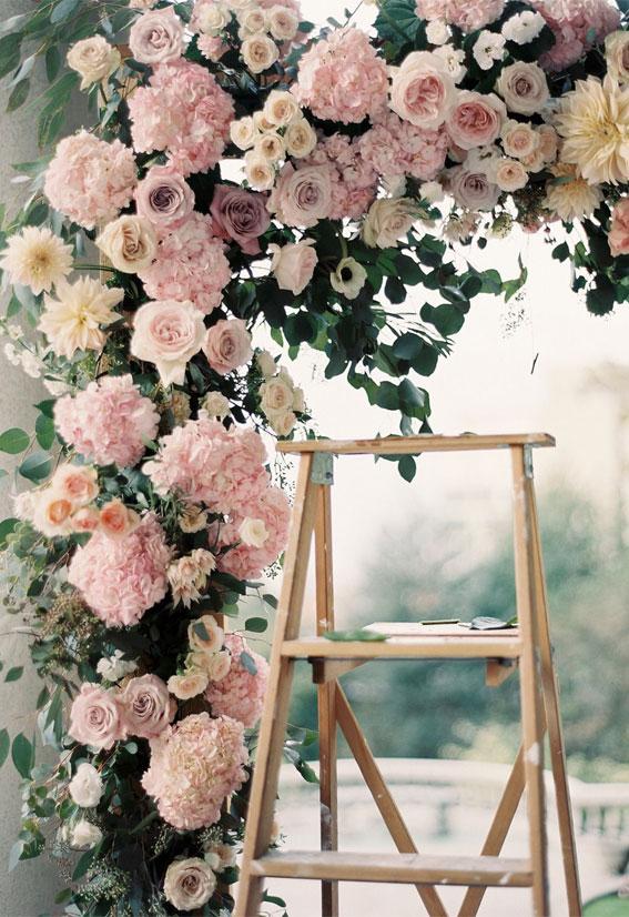 rosa Hochzeitszeremonieideen, rosarote Laube, rosa Hochzeitsideen, rosa Blumenbogen, rosa Blumenbogen, rosa Hochzeitsthema